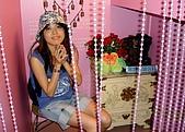 20090914-大溪Tina廚房&愛情故事館:嘿!是誰叫我擺出祈禱模樣的呀!