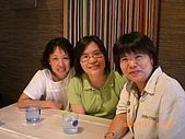 2009.7.31.Reunion with麗足,維珍與梅芬:慧貞,南萍,梅芬,與麗足率先抵達會場,開始敘舊.JPG