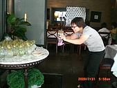 2009.7.31.Reunion with麗足,維珍與梅芬:慧貞擺出不同的姿勢來捕捉薯薯們排列的姿態.JPG