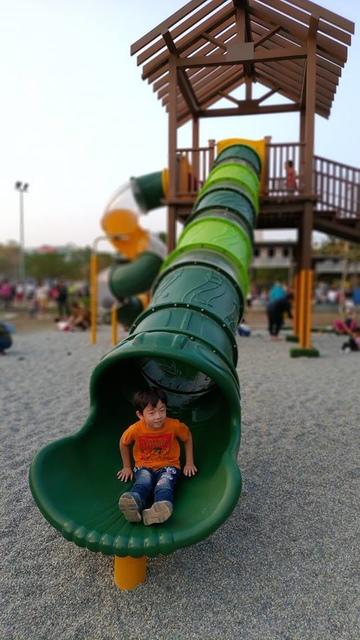 青蛙公園.jpg - 累積時間。累積幸福。滑梯之旅