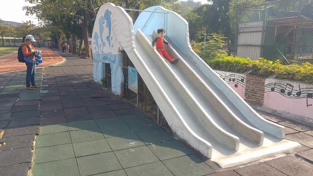 鎮昌國小。.jpg - 累積時間。累積幸福。滑梯之旅