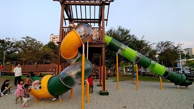 青蛙公園2.jpg - 累積時間。累積幸福。滑梯之旅