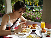 帛琉真美麗四日遊DAY1&DAY2:來帛琉曬太陽吃早餐的感覺真好..感冒都好了.JPG