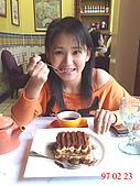 台中美食之旅~真北平涮羊肉&小義大利餐廳(美館店)&採草莓:甜點來了..也是他們自製的超大號堤拉米蘇好吃到不行..還有