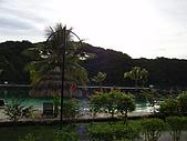 帛琉真美麗四日遊DAY1&DAY2:從後面拍攝海邊和沙灘的景.JPG