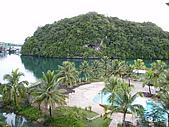 帛琉真美麗四日遊DAY1&DAY2:我們住的老爺飯店從房內望出去的景.JPG
