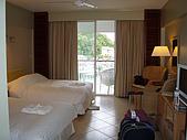 帛琉真美麗四日遊DAY1&DAY2:有二個大床和陽台觀景台.JPG