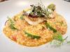 選用「高雄145號」有機米,獨門熬製的濃郁蝦汁融合茄汁,搭配每日從「前鎮漁港」嚴選的新鮮煎魚。