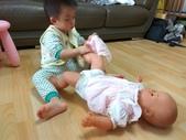 AA Play time 3 活動寫真:幫娃娃穿褲子
