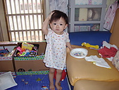 200705小昀蓁的居家生活...:媽媽,在拍照嗎?