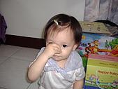 200705小昀蓁的居家生活...:我在表演大象的長鼻子......