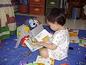 200705小昀蓁的居家生活...:大家快來坐好,聽昀蓁姐姐說故事囉......