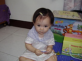 200705小昀蓁的居家生活...:這樣有沒有比較像女生啊......