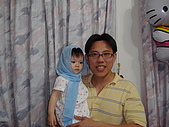200705小昀蓁的居家生活...:與搭訕的爸爸合影......