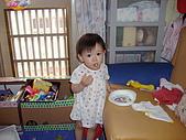 200705小昀蓁的居家生活...:看到了嗎?麵包在嘴巴裡......
