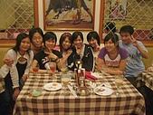 06-09-02_小二聚餐〃慶生 :排排坐@@~~