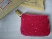 LV短夾-全部現貨-實物拍攝 :皮夾14號 LV M93603 經典紅色壓花拉鏈零錢包=850.jpg