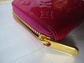 LV短夾-全部現貨-實物拍攝 :皮夾14號 LV M93603 經典紅色壓花拉鏈零錢包=850 (2).jpg