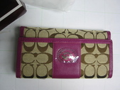 COACH皮夾-全部現貨-實物拍攝 :皮夾108號 COACH 經典熱賣長夾多功能長夾玫紅色=1250.jpg