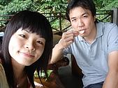 970809大板根森林遊樂區:我鼻子上都是汗 旁邊這個傢伙只顧吃