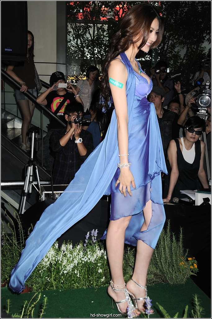 2011.09.17 SOGO忠孝店 思薇爾內衣 吳亞馨:hd-showgirl.com_DSC_5384.jpg