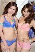 2011.09.17 SOGO忠孝店 思薇爾內衣 吳亞馨:hd-showgirl.com_DSC_5488.jpg