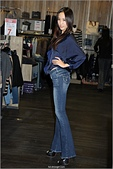 2011.10.23 中和環球購物中心 Earl Jean:hd-showgirl.com_DSC_6606.jpg