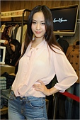 2011.10.23 中和環球購物中心 Earl Jean:hd-showgirl.com_DSC_6645.jpg
