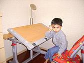 黃爸爸的小王子(980428):YA!  我的新書桌好了!!