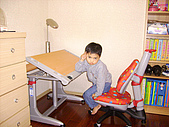 黃爸爸的小王子(980428):書櫃就在書桌旁邊,增加置物性!!