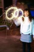 2009.01.27 年初二(虎仔餐廳、煙火):用仙女棒畫圖形