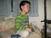 2010.03.13回板橋:2010.03.13於板橋宅玩電玩 (1).JPG
