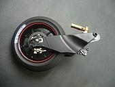 1/12 Yamaha YZR-M1 04 製做公開:裝上後輪與煞車管線零件