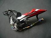 1/12 Yamaha YZR-M1 04 製做公開:本來想說排氣管氧化作色有點過火,沒想到組裝後這麼好看!