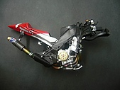 1/12 Yamaha YZR-M1 04 製做公開:觸媒轉換器部分貼上carbon水貼,質感滿分!