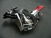 1/12 Yamaha YZR-M1 04 製做公開:一直說正,忘記說已經裝上副水箱了!