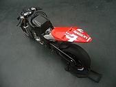 1/12 Yamaha YZR-M1 04 製做公開:好俏的尾椎呀!