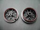 1/12 Yamaha YZR-M1 04 製做公開:貼上水貼...么壽,那個輪框的紅色真是搞死我了...
