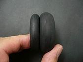 1/12 Yamaha YZR-M1 04 製做公開:後橡膠輪胎分模線移除(左邊的前輪還沒施工,對照用!)