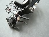 1/12 Yamaha YZR-M1 04 製做公開:上次學到的新招: 把手上裝飾了銀線..增加細緻度