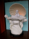 雕像 羅馬柱 噴水池出租/出售:JK-788   43x30x58cm,marble,AC 110-120V  15W , 3-colours changing automatically.  四小天使-----純白大理石塑像 夢幻變色燈(紅、黃、綠