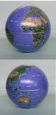 藝術收藏:自動旋轉地球儀-----直徑14cm,用電池作動力。