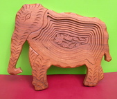 藝術收藏:木雕特殊造型大象----身體部份為旋渦式一刀切割,平放時中央部份呈規則陷落(像梯田狀),很特別形狀。 36x2(+5.5支柱3