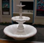 雕像 羅馬柱 噴水池出租/出售:C01-3 中上雙層噴水池+蓄水盤(F.R.P.玻璃纖維)  WxH   直徑133x136cm H   租金11,000    53M