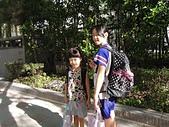 lovely Yee 9-11y:第一次和妹妹一起牽手上小學