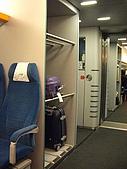 上海浦東磁浮列車:車內放行李置物櫃