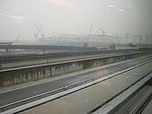 上海浦東磁浮列車:列車高速行駛中窗外的景色