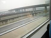 上海浦東磁浮列車:高速行駛依然很清楚