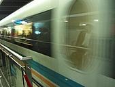 上海浦東磁浮列車:列車快速經過