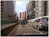 寶貝愛車全記錄:一整個擋風玻璃亮亮 XD.jpg